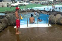 滝のプール